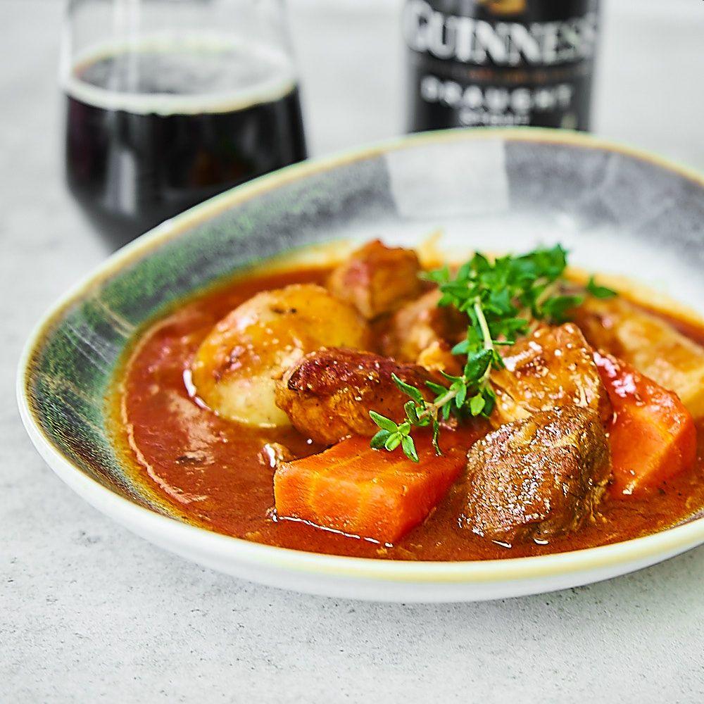 Irlandzki gulasz wołowy z Guinessem i kawą