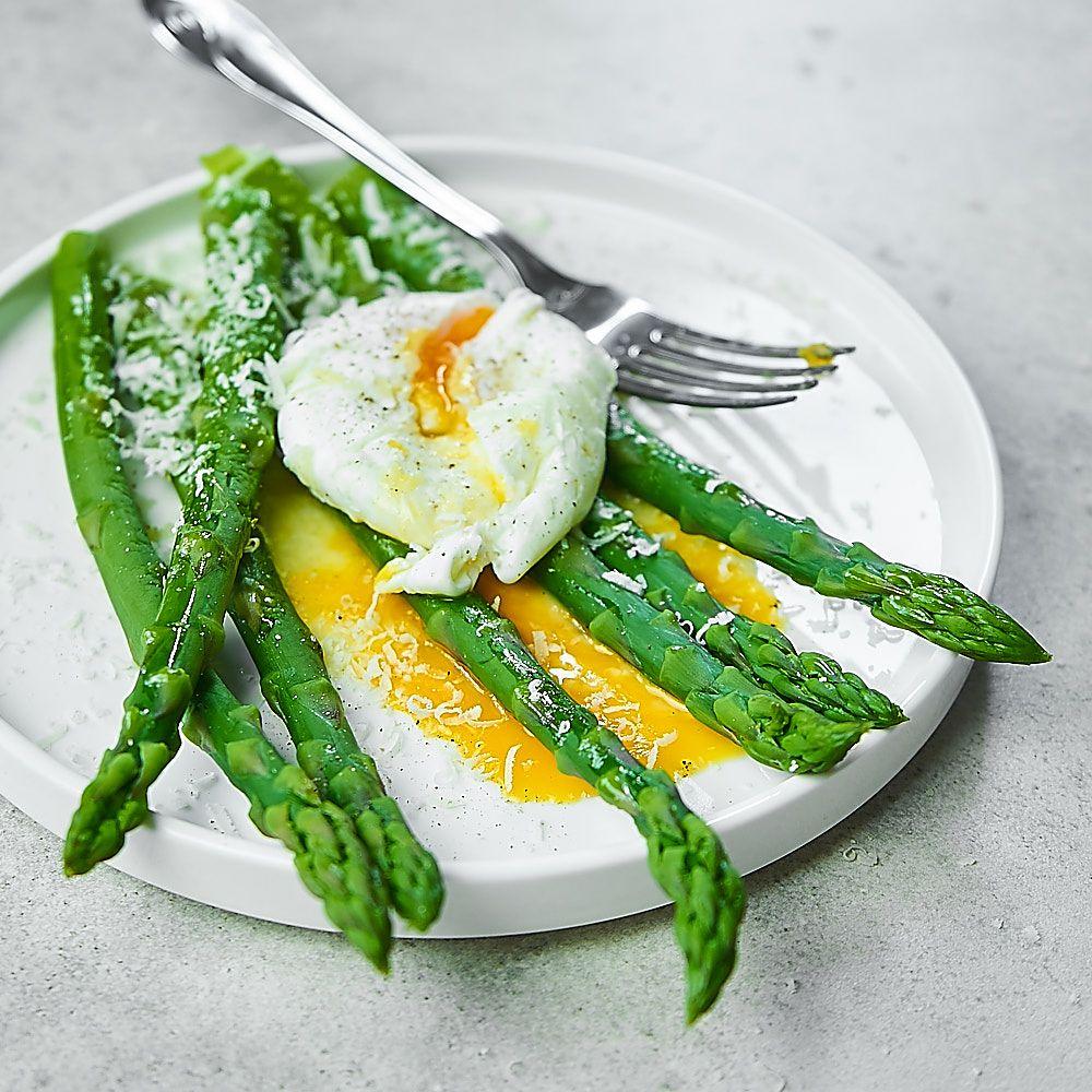Szparagi z jajkiem i parmezanem
