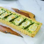 Tarta ze szparagami i kozim serem