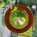 Kremowa zupa szczawiowa z jajkiem w koszulce