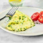 Omlet z parmezanem i świeżą pietruszką