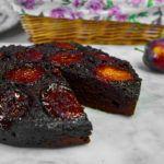 Ciasto czekoladowe ze śliwkami w słonym karmelu