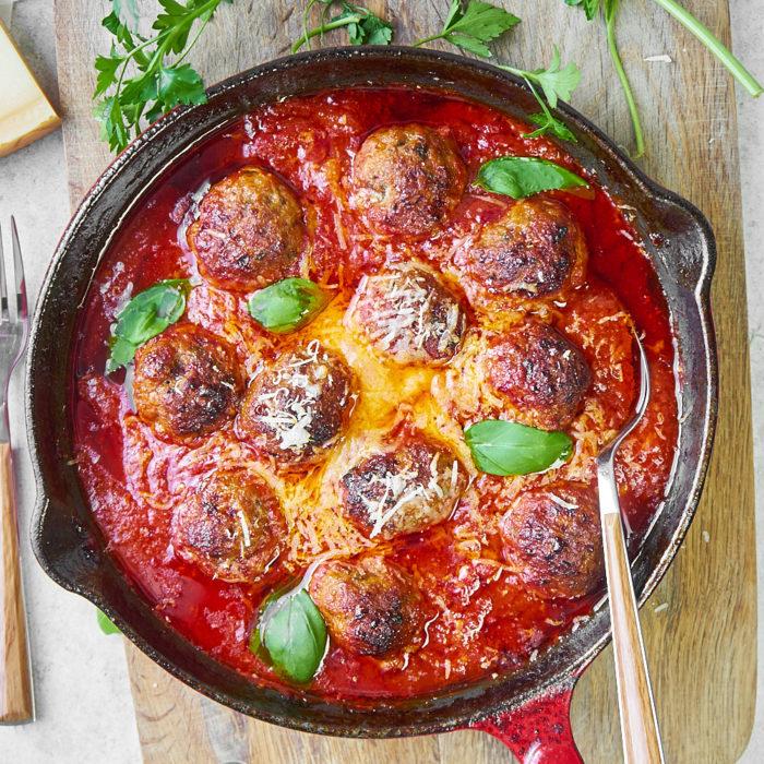 Pieczone klopsiki cielęce w pomidorach