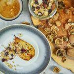 Orzechowa granola i karmelizowana gruszka z imbirem
