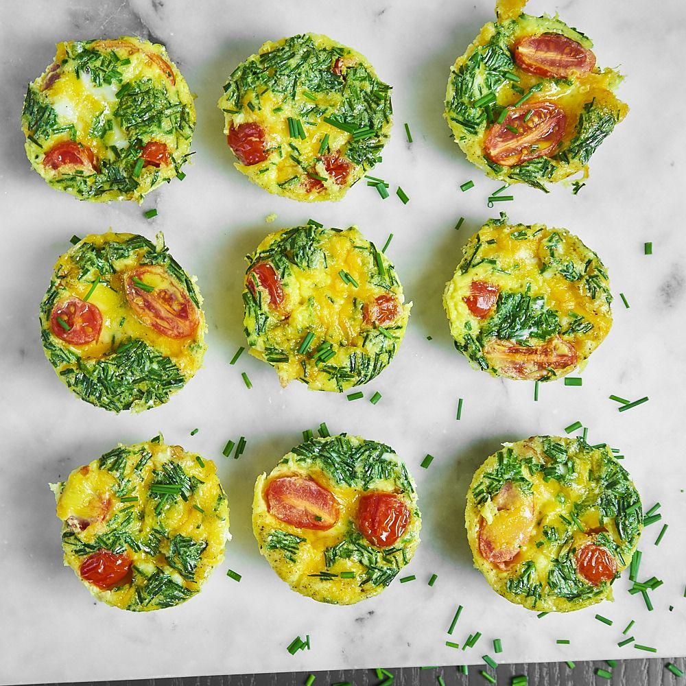 Muffinki jajeczne z serem cheddar, szynką i pomidorkami
