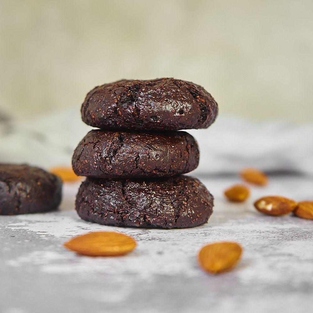 Zdrowe bezglutenowe ciasteczka czekoladowe z mielonymi migdałami