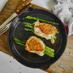 Roladki z kurczaka ze szparagami, pecorino i suszonymi pomidorami