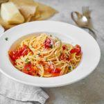 Prosta pasta z sosem ze świeżych pomidorów