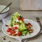 Łódeczki z sałaty lodowej z sosem z gorgonzoli