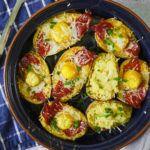 Pieczone ziemniaki z chorizo i jajkiem