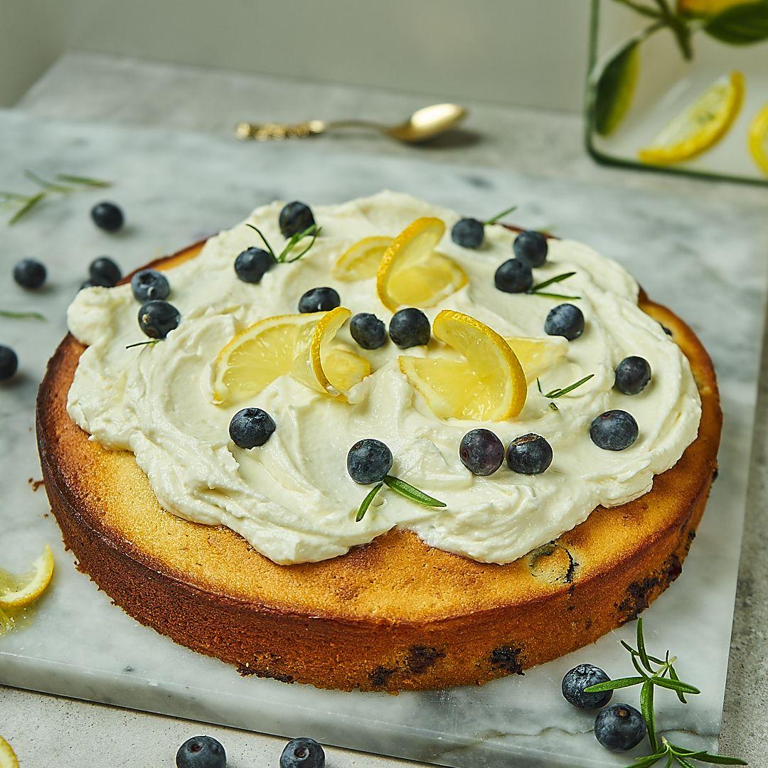 Cytrynowe ciasto z borówkami