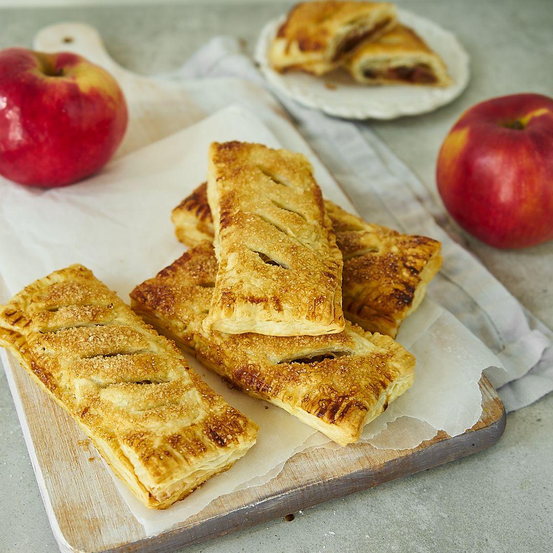 Kieszonki z ciasta francuskiego z prażonymi jabłkami